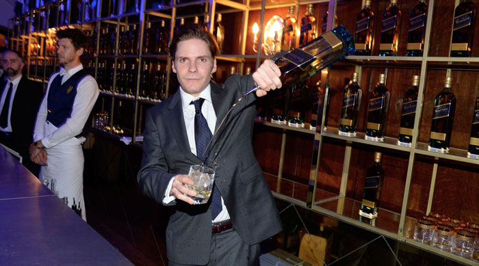 Alpha_Pool_Johnnie_Walker_Daniel_Bruehl_1
